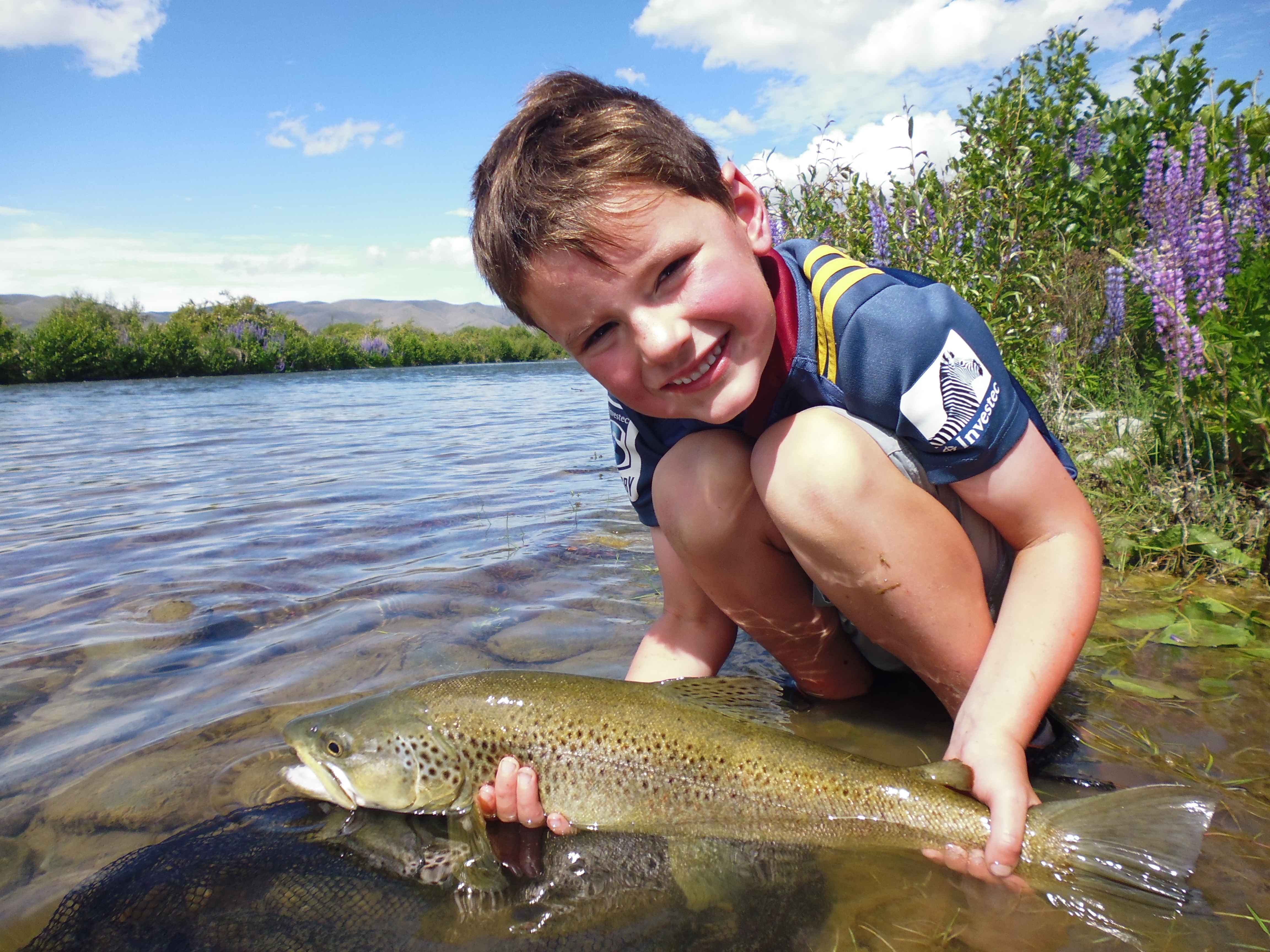 WFR1718.21.Finn Stevens releases his 4.5lb brown from the Tekapo River