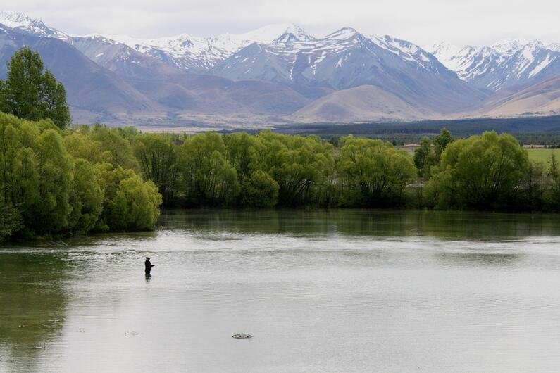 RLCSI3 Lake Poaka is a scenic spot to fly fish on high country opening Credit R Adams