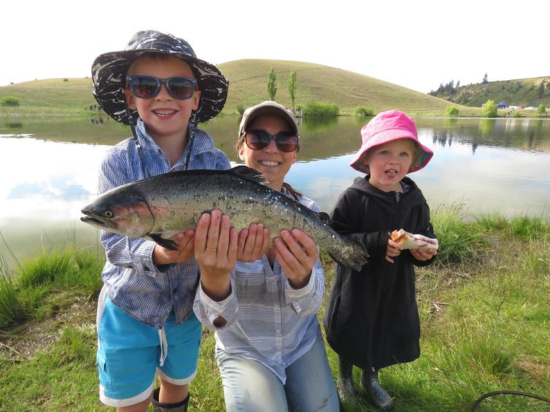 RLoct18CSI2the Davis Family had a successful 2017 Kids Salmon Fishing Day2